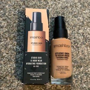 NIB Smashbox 15 Hour Wear studio skin foundation